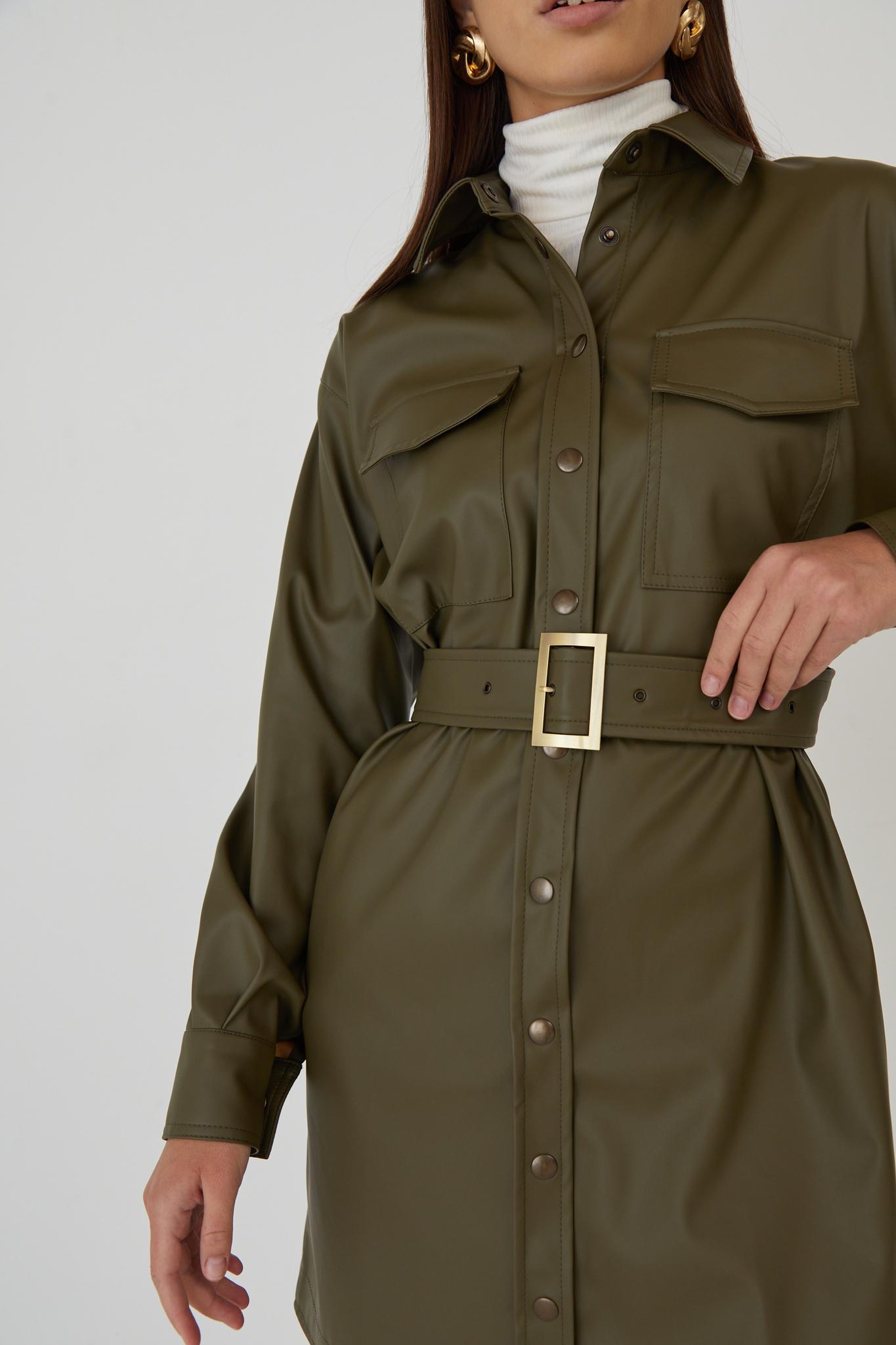 Платье-рубашка мини с поясом из кожи (хаки)