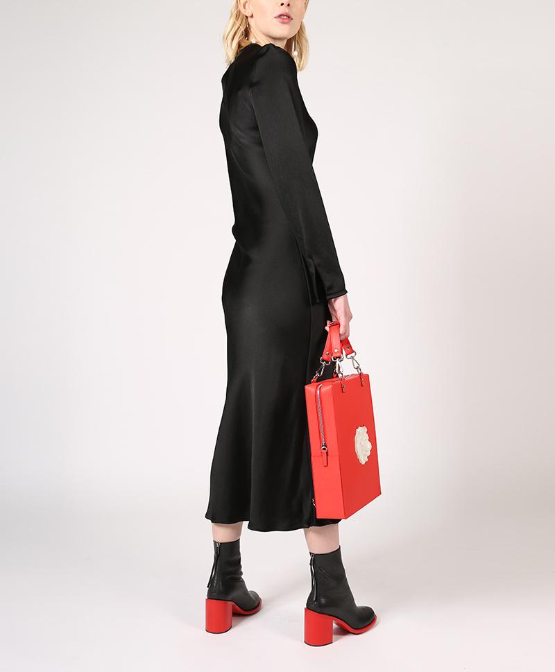 платье-шёлковое-чёрное-сзади
