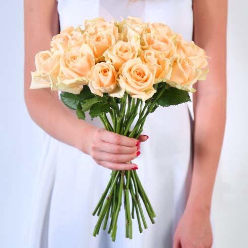 Букет 25 персиковых роз Пич Аваланш