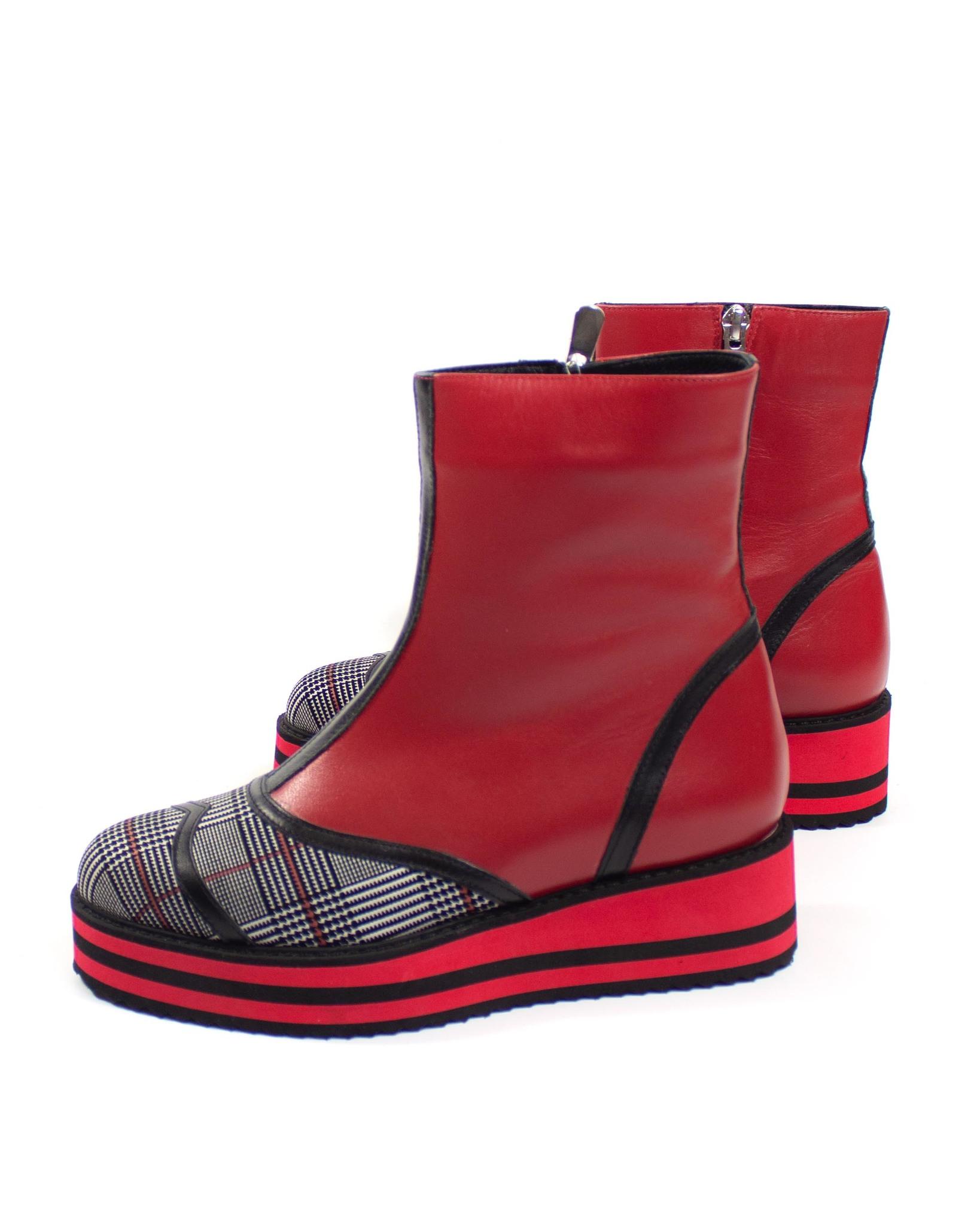 красные ботинки Maria Esse