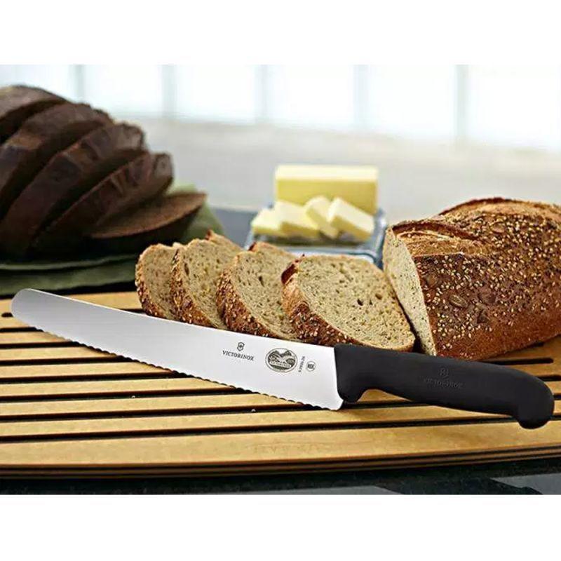 Нож Victorinox Fibrox Pastry Knife для хлеба, выпечки и кондитерских изделий (5.2933.26) волнистое лезвие 26 см