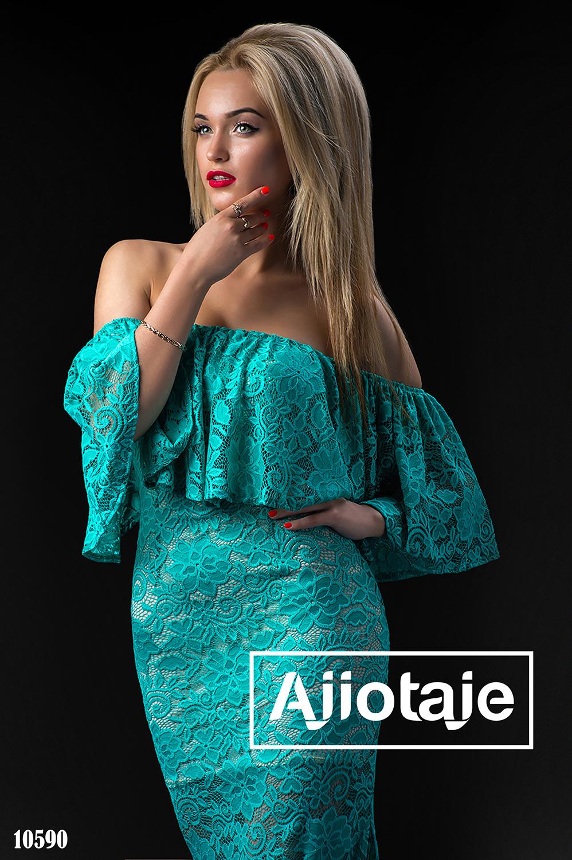 Платье в пол открытыми плечами бирюзового цвета