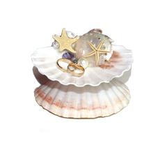 Подставка для обручальных колец из морских ракушек