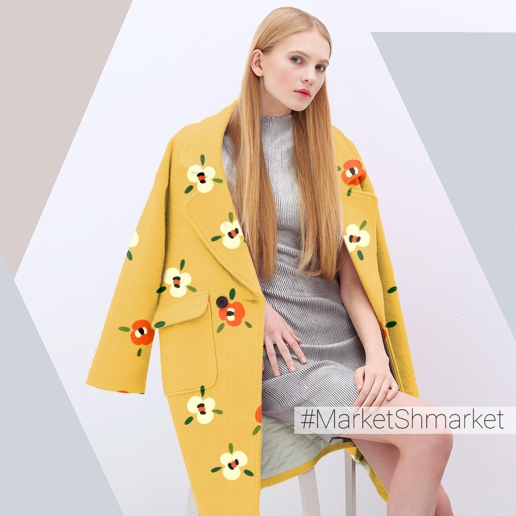 Милые абстрактные цветы на желтом фоне