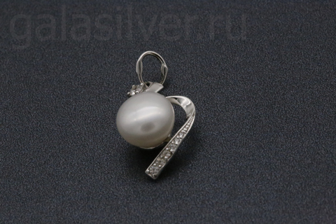 Подвеска с жемчугом и фианитами из серебра 925