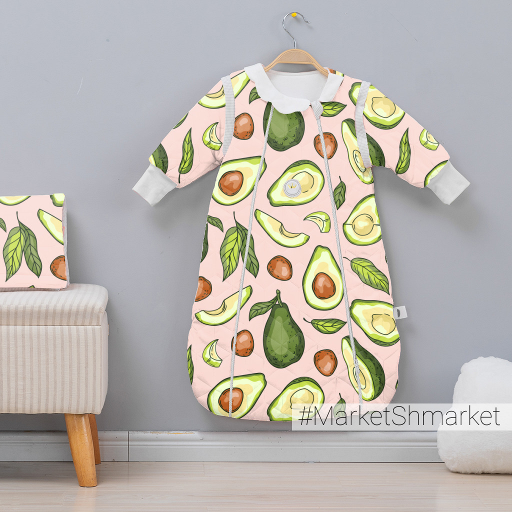 Авокадо на розовом фоне
