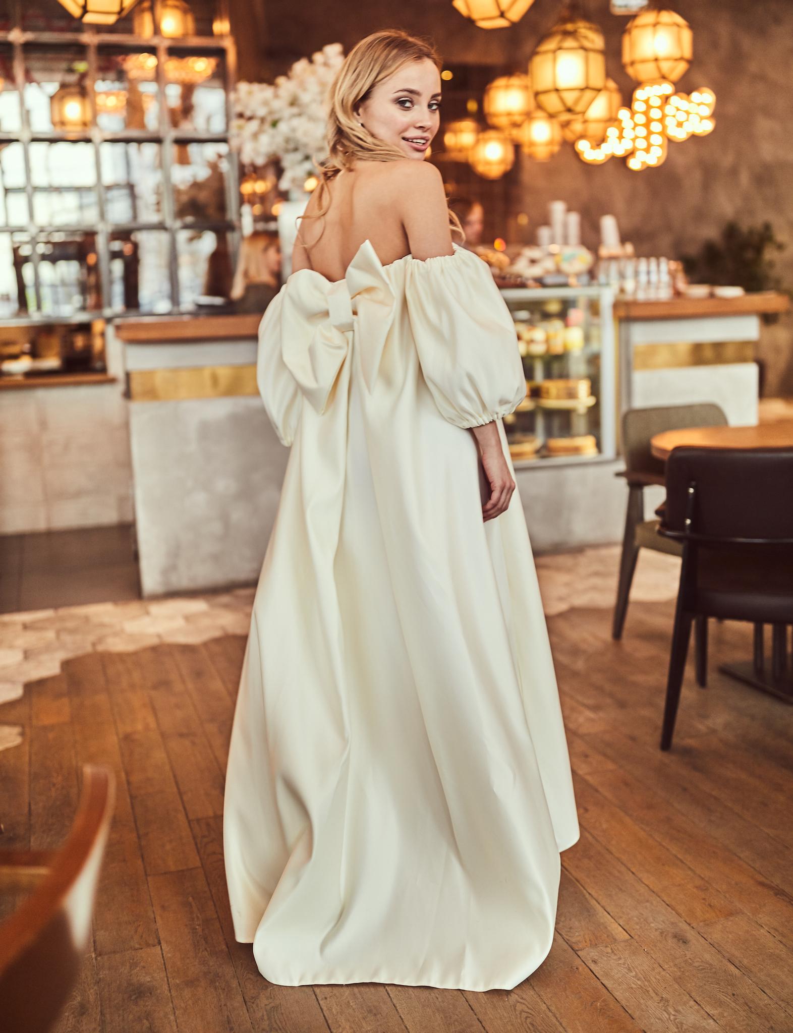 Платье с бантом и рукавами фонариками