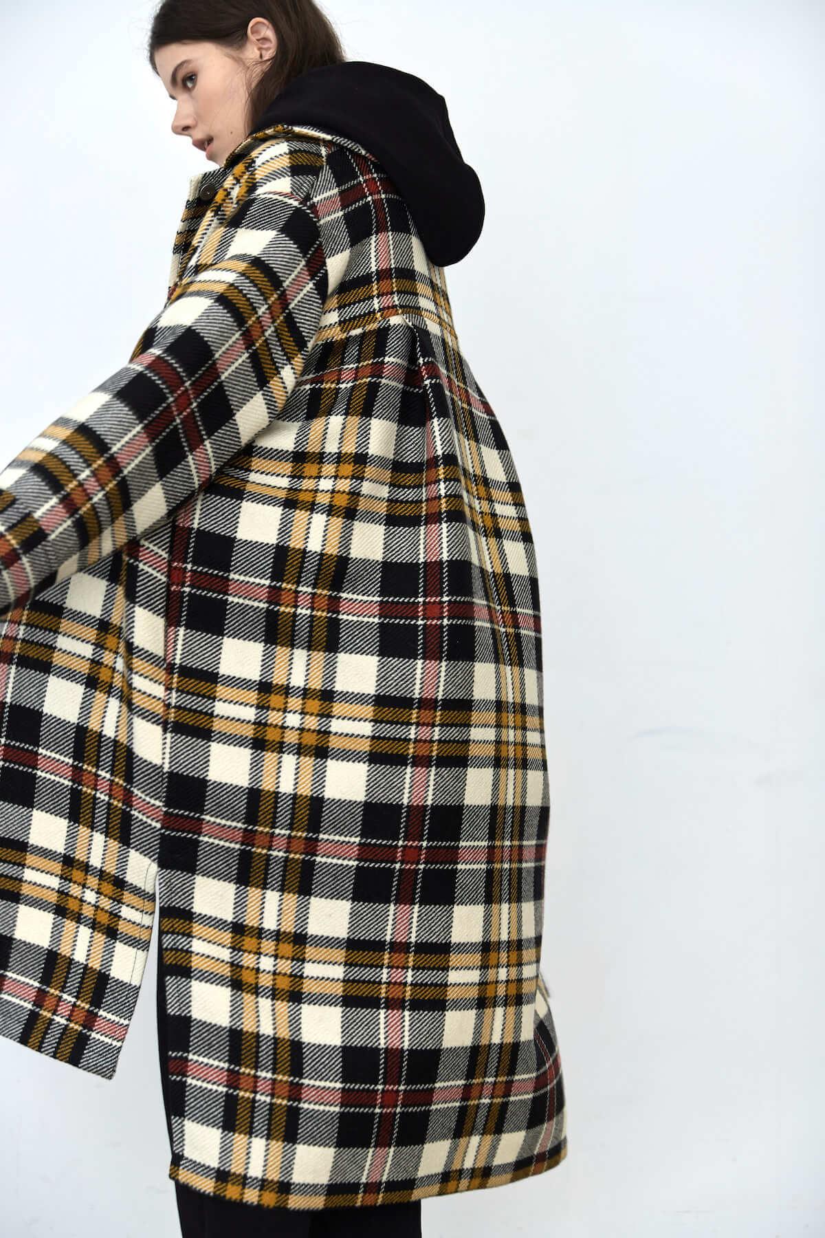 Пальто-рубашка на кнопках, молочное в черно-красную клетку с желтыми полос