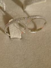 Кольцо на два пальца из серебра, безразмерное.