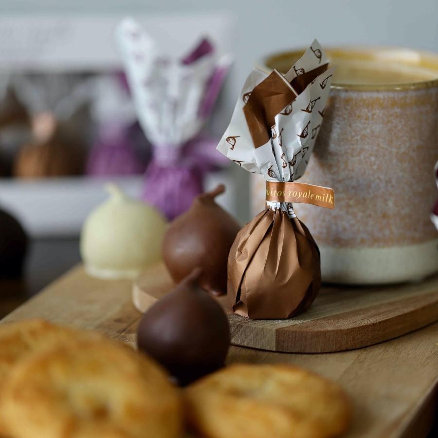 Конфеты Инжир в чёрном, молочном,белом шоколаде Коллекция 3 вкуса Rabitos 95 г 6 конфет