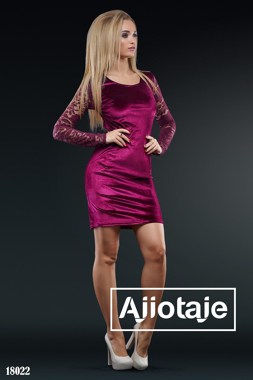 Платье мини бордового цвета с небольшим вырезом