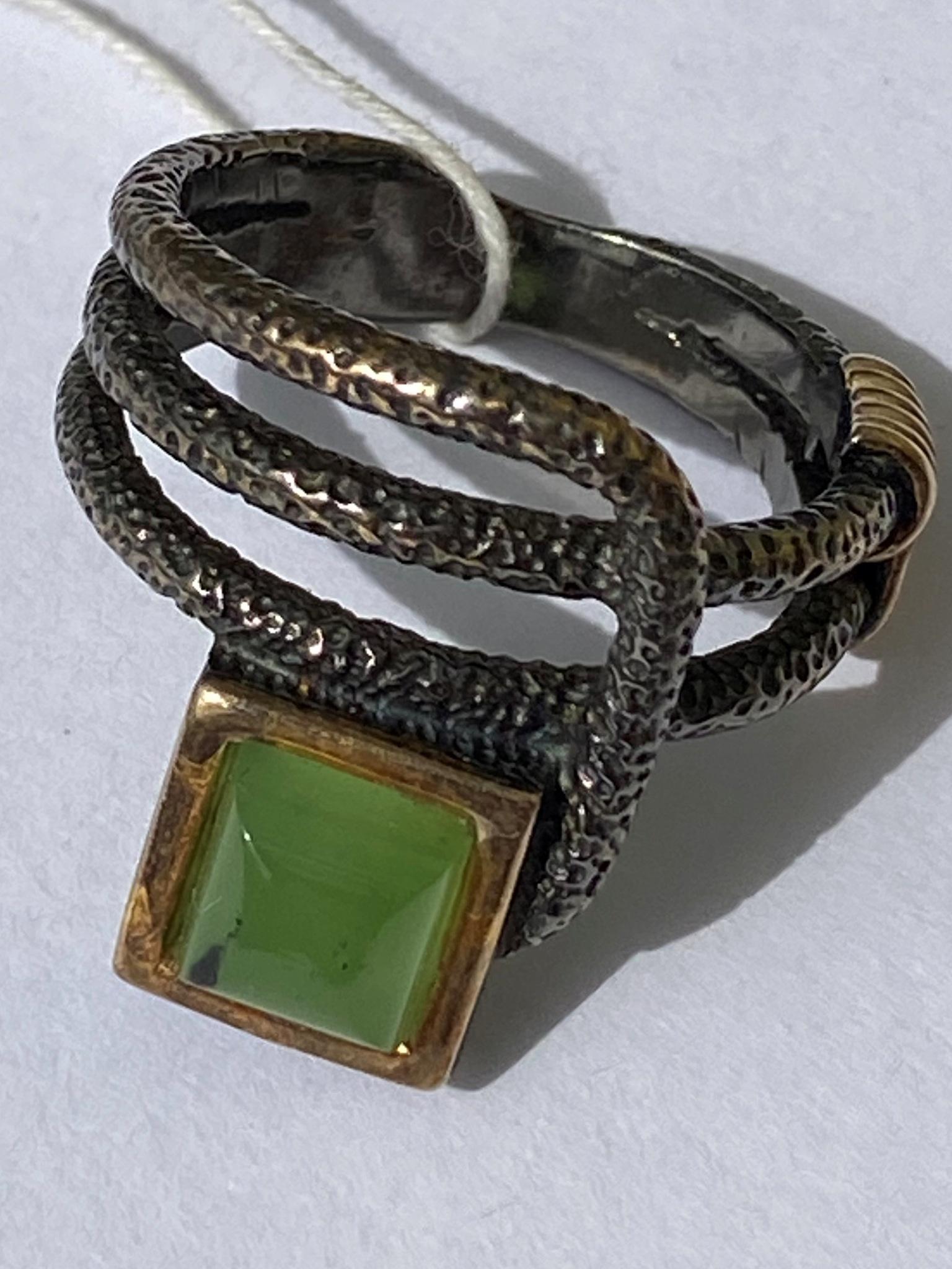 Гуана-нефрит (кольцо  из серебра)