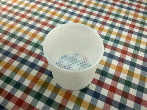 Форма для изготовления домашнего сыра круглая, диаметр 12 см, фото