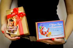 Медовый подарочный новогодний набор в крафт-коробке с принтом