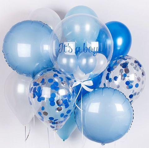 Фонтан из воздушных шаров с надписью на Выписку мальчику