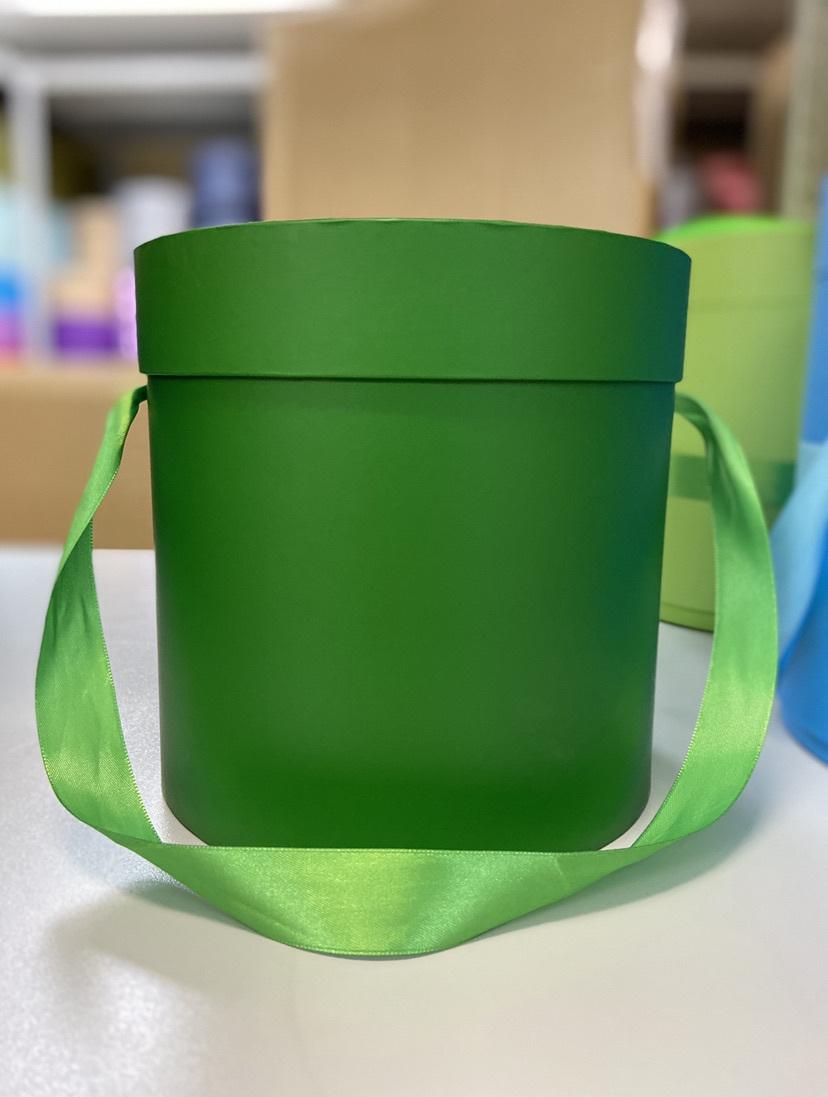 Шляпная коробка эконом вариант 18 см . Цвет: Лесной зеленый . Розница 300  рублей .