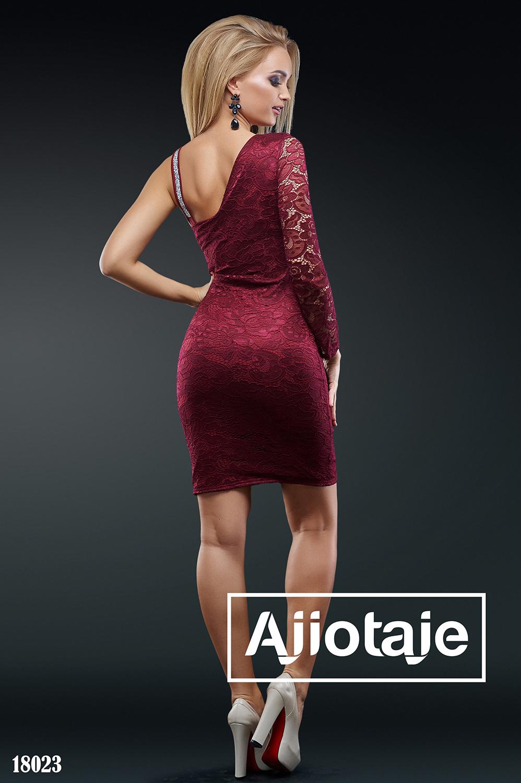 Бордовое платье мини облегающего силуэта