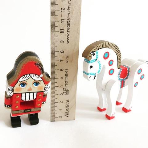 Деревянная игрушка Щелкунчик  миниатюрный 8 см