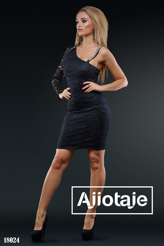 Черное платье мини облегающего силуэта
