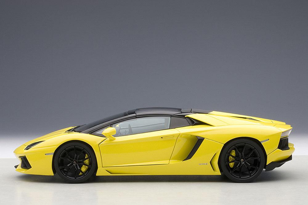Коллекционная модель Lamborghini Aventador LP700-4 Roadster 2014 Yellow Orion