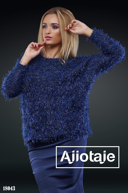 Двойка темно-синего цвета с мохнатым свитером