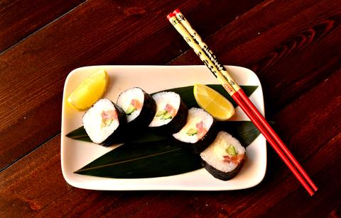 Ролл классический с тунцом и лососем