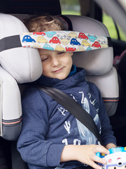 Фиксатор головы ребенка для автокресла Клювонос Машинки на белом
