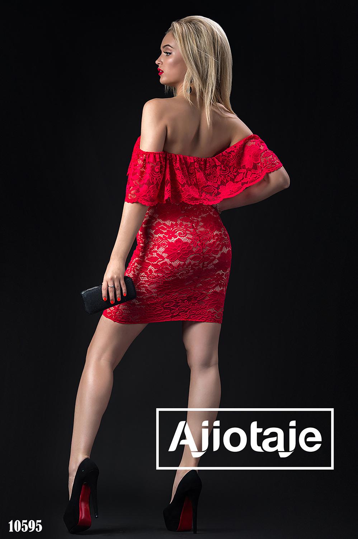 Платье мини с открытыми плечами красного цвета