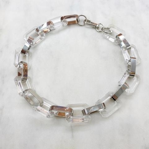 Колье-цепь с геометричными комбинированными звеньями (серебристый, прозрачный)