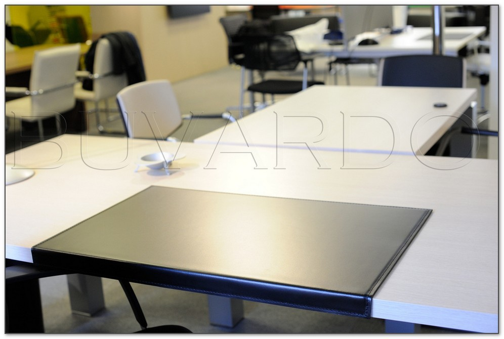 Накладка на стол с загибом кожа Cuoietto Италия цвет черный.