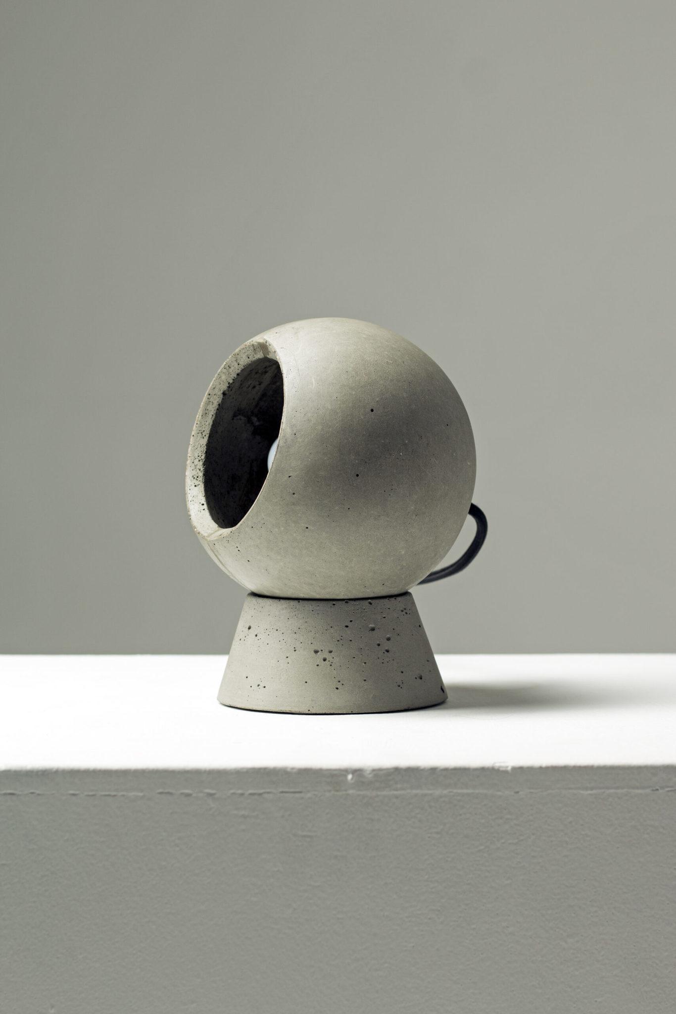 Настольный светильник из бетона LOONA - вид 1