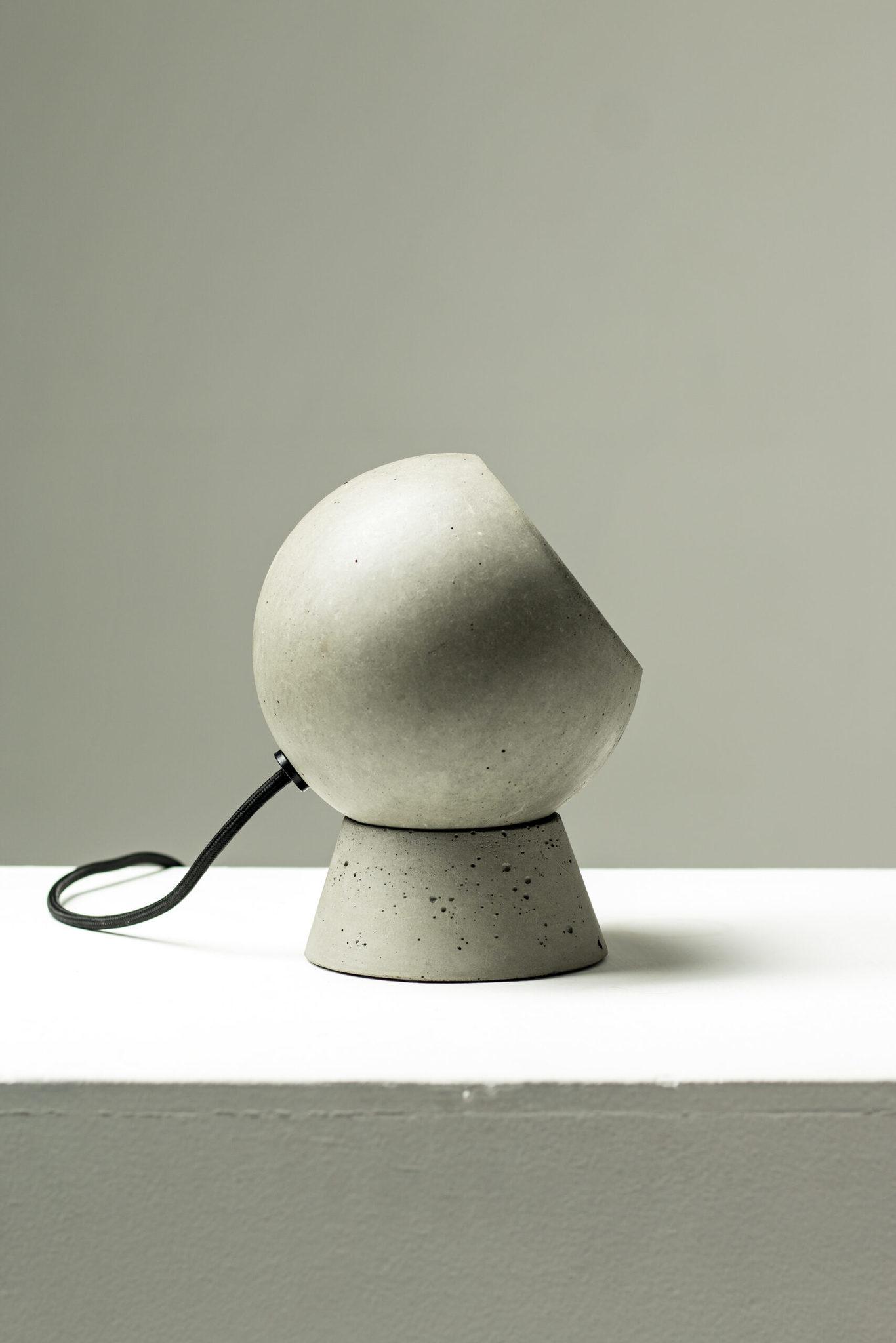 Настольный светильник из бетона LOONA - вид 3