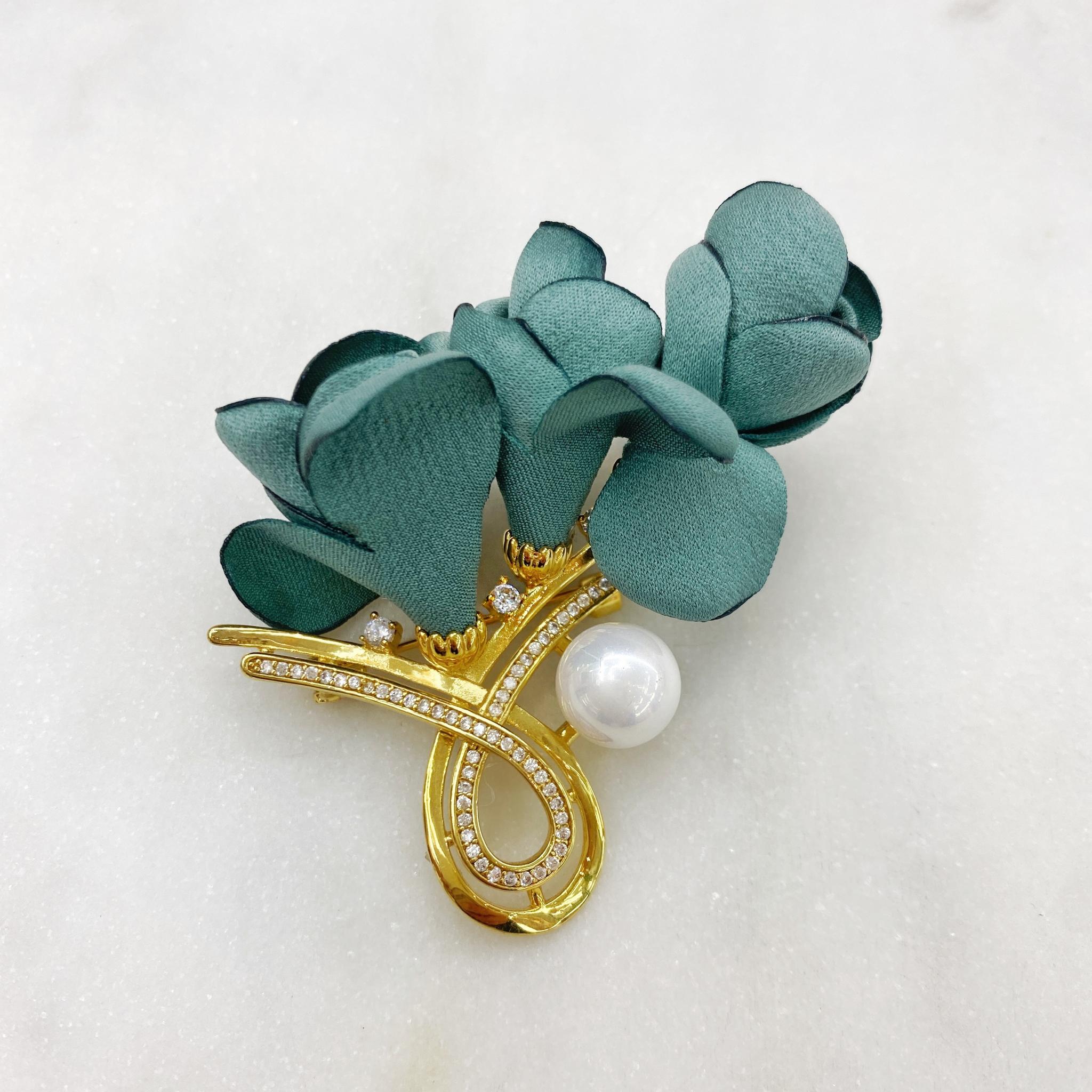 Брошь Цветок Шёлк Мод.5 жемчуг циркон