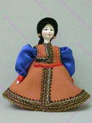 Малая подвесная кукла Калмычка в шапочке