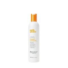 Кондиционер для волос с экстрактом яблока / Professional hair conditioner Milk Shake daily 300 мл