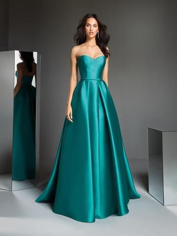 Вечернее платье классическое с открытым вырезом