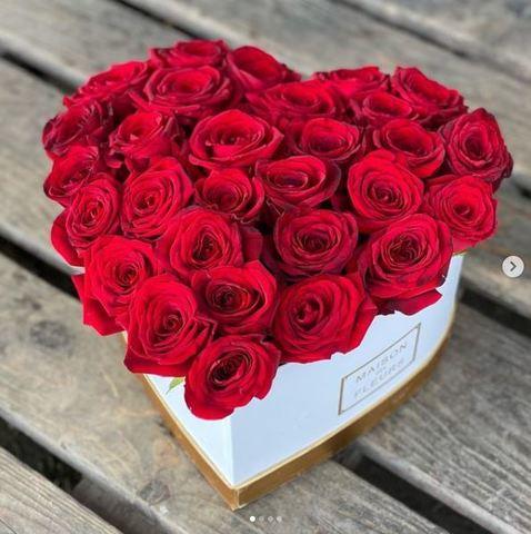 Сердце в коробке из красных роз 29