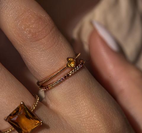Позолоченное кольцо с цитрином в лепестках