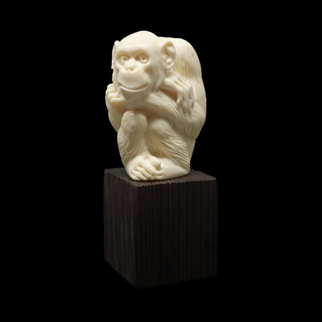статуэтка «Обезьяна» из бивня мамонта
