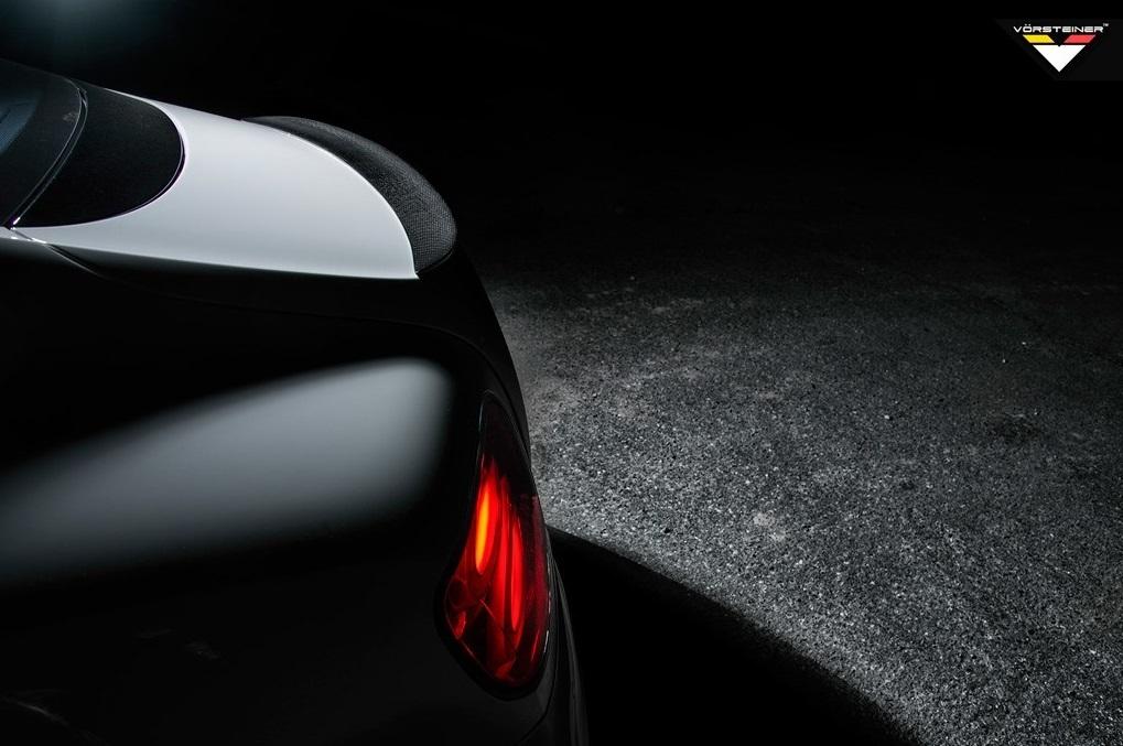 Карбоновый спойлер на крышку багажника Vorsteiner Style для Bentley Continental