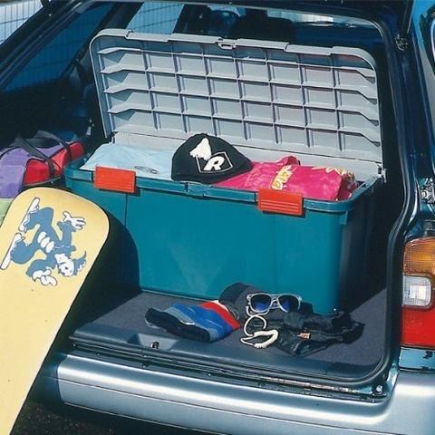 Экспедиционный ящик IRIS RV Box Car Trunk 85, в багажнике автомобиля.