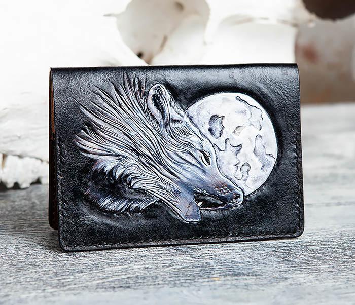 BC161 Обложка на паспорт «Волк и Луна» ручного тиснения и раскраса фото 05
