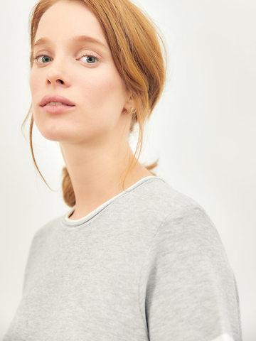 Женская футболка серого цвета из вискозы - фото 3