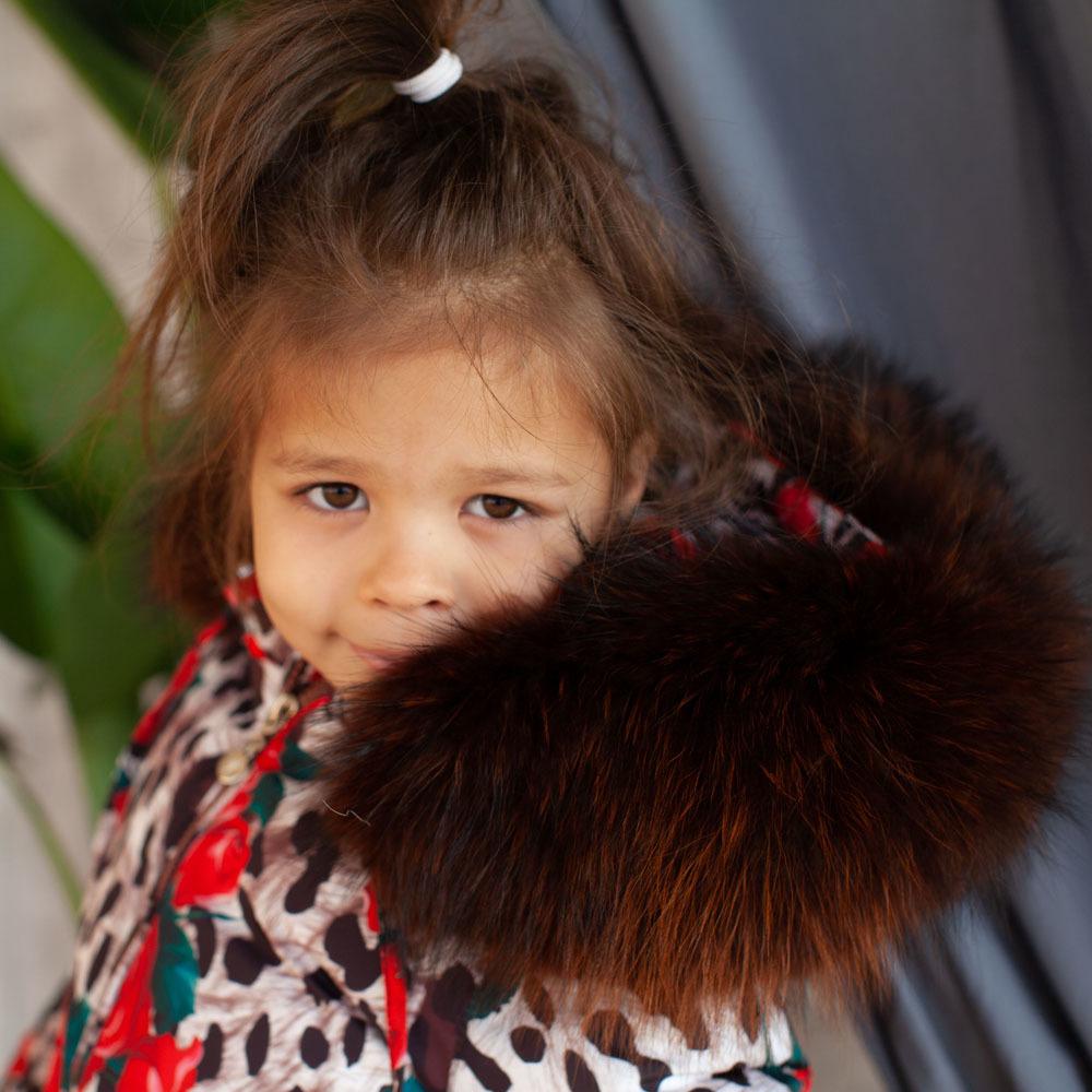 Дитячий зимовий комбінезон з принтом «Лео троянди» і опушкою з натурального хутра