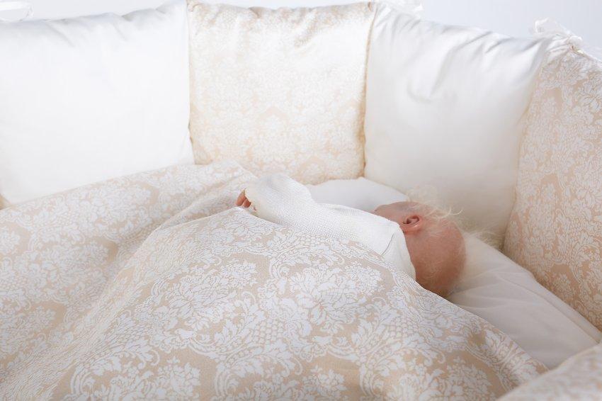 Комплект постельных принадлежностей 6 предметов для овальной кроватки