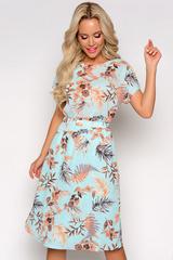 <p>Что может быть приятнее и притягательнее летнего платья? Оно добавляет нежности, женственности и очарования. Романтичный образ усиливае принт&nbsp; - опьяняющий и упоительный. Талия на широкой резинке, юбка на подкладе. Длины: ( 44-46р- 100см, 48-50 р-102см).</p>