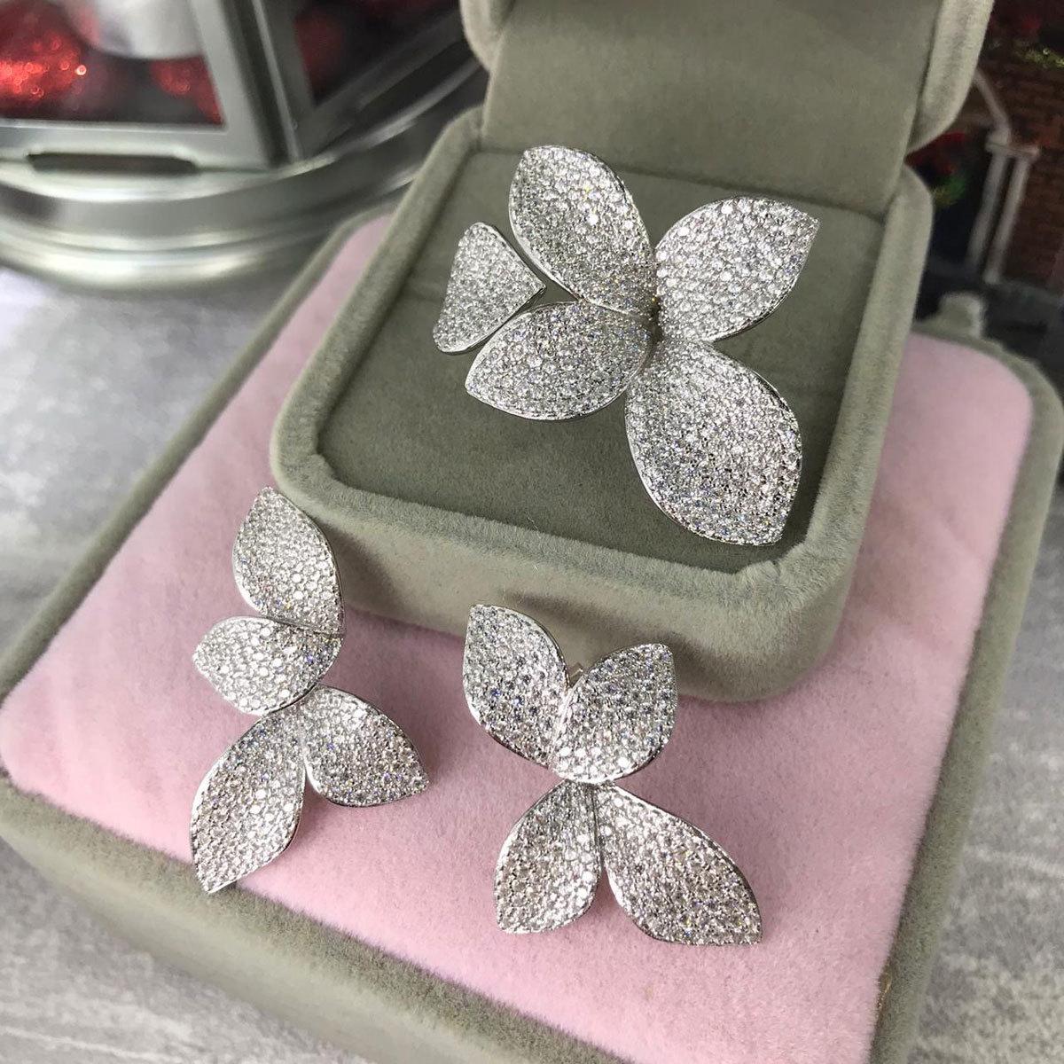 Серьги-джекеты Лепестки белый (цирконы, серебро 925)