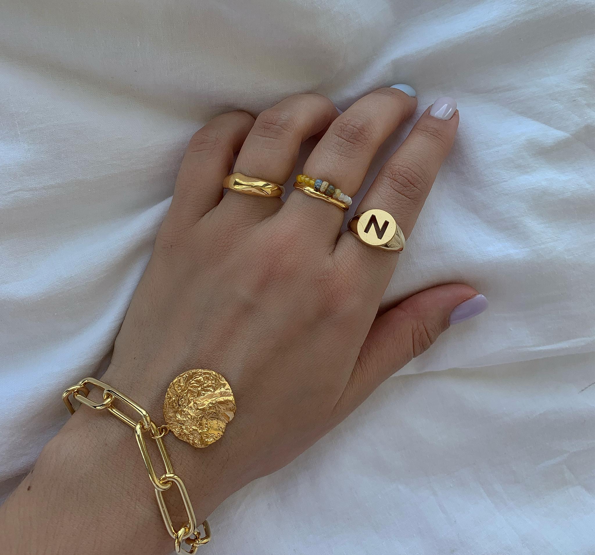 Нежное миниатюрное кольцо из натуральных камней