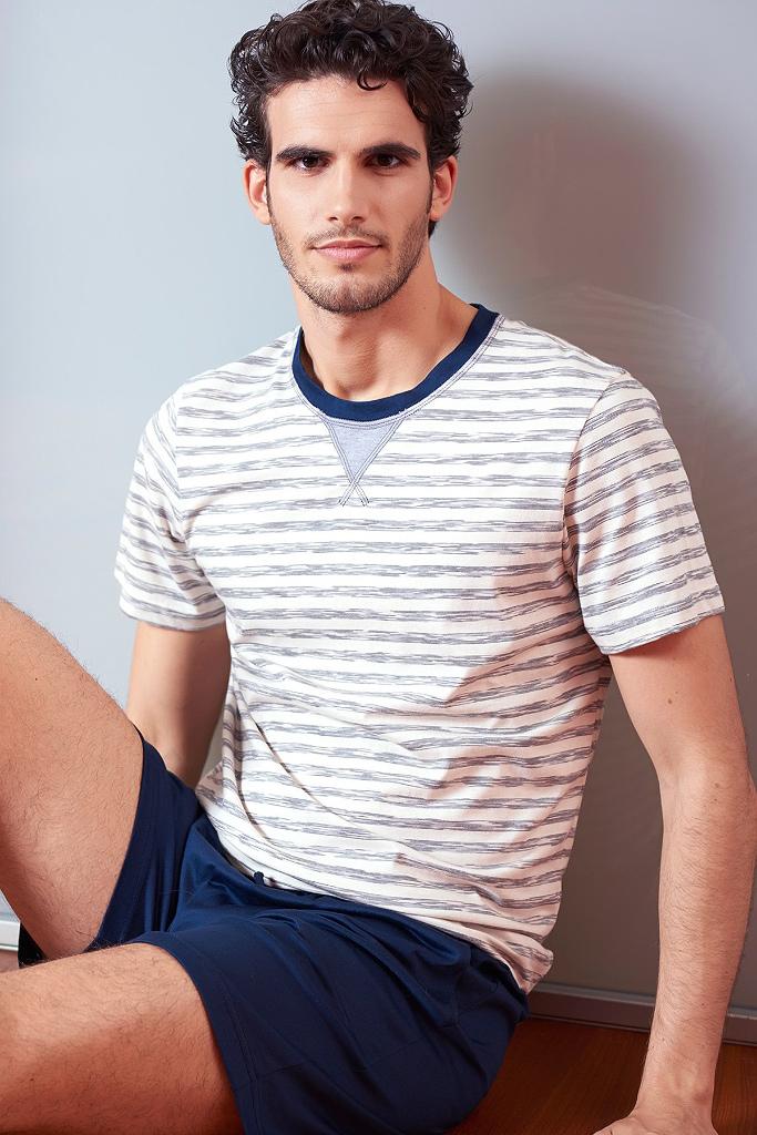 Комплект с футболкой в полоску и шортами  Verdiani