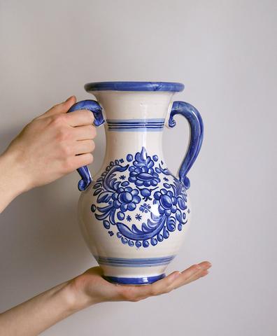 Ваза большая белая с синей росписью